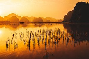 Zonsondergang in Trang An