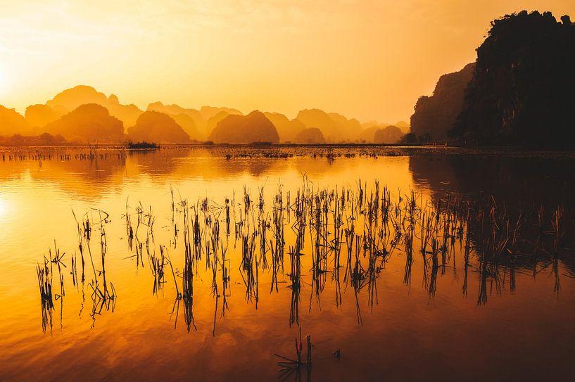 Zonsondergang in Trang An van Joris Pannemans - Loris Photography