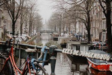 Kees de Jongenbrug in Amsterdam. van Marleen Kuijpers
