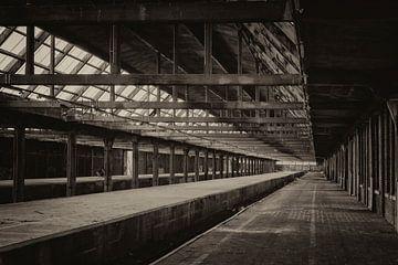 Verlaten station von José Verstegen