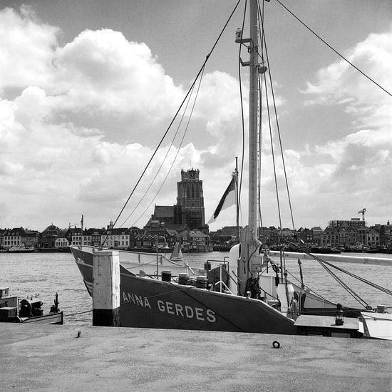 Dordrecht vanaf Zwijndrecht van Dordrecht van Vroeger