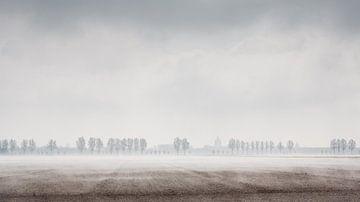 Mist over Zeeuwse akker von Arthur van Iterson
