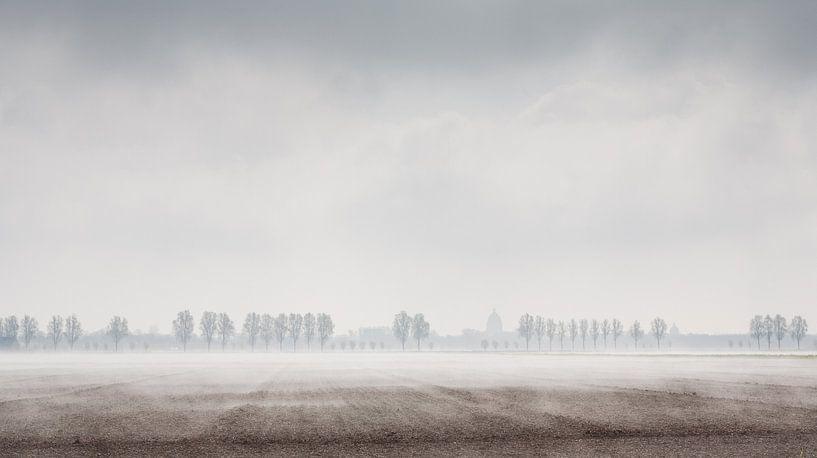 Mist over Zeeuwse akker van Arthur van Iterson
