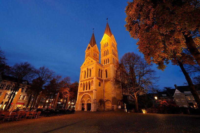 Munsterkerk aan Munsterplein in Roermond van Merijn van der Vliet
