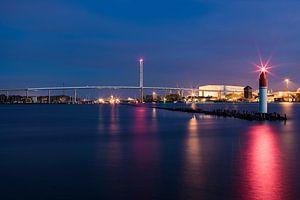 Rügenbrücke über den Strelasund in Stralsund am Abend