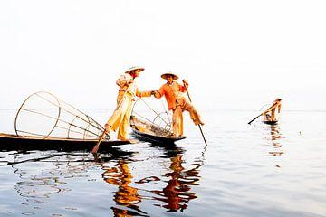Traditionele vissers in Myanmar van Antwan Janssen