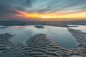 Schöner Sonnenuntergang Strand Westenschouwen von Jan Poppe