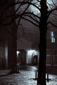 Binnenhof bij nacht