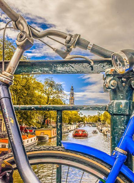 2 Fietsen op de brug bij de Prinsengracht, Amsterdam van Rietje Bulthuis