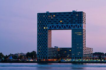 Gebäude Pontsteigerin Amsterdam in weichem Licht nach Sonnenuntergang von Wim Stolwerk