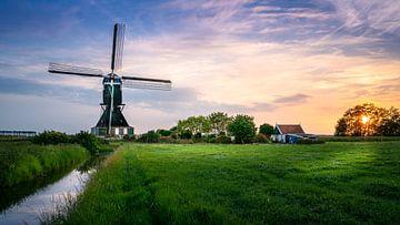 Moulin à Herwijnen pendant le coucher du soleil sur Rene Siebring
