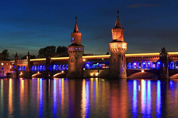 Berlijn Oberbaumbrücke in het bijzondere licht