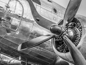 Vintage Douglas DC-3 propellor vliegtuig klaar voor opstijgen van Sjoerd van der Wal