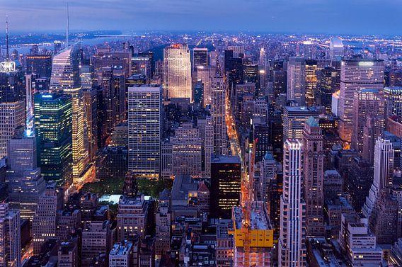 Midtown Manhattan zur blauen Stunde van Kurt Krause