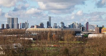Het Feyenoord Stadion De Kuip in Rotterdam met uitzicht op de binnenstad