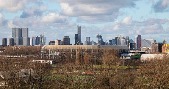 Het Feyenoord Stadion De Kuip in Rotterdam met uitzicht op de binnenstad van MS Fotografie