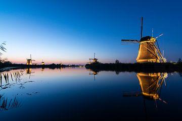 Unten am Wasser ... (Sunset at Kinderdijk) von Hans Brinkel