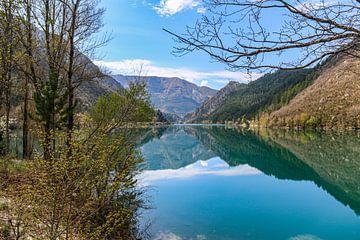 See in den Bergen mit Reflexion von Martijn Joosse
