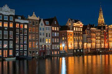 Les maisons d'Amsterdam aux Pays-Bas la nuit sur Nisangha Masselink