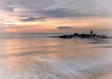 Zonsondergang Noordzee en strand van Marjolein van Middelkoop