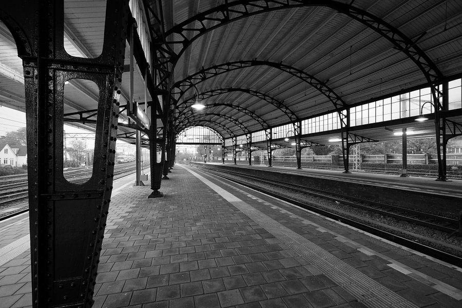 Haarlem: Station westperron 2 van Olaf Kramer
