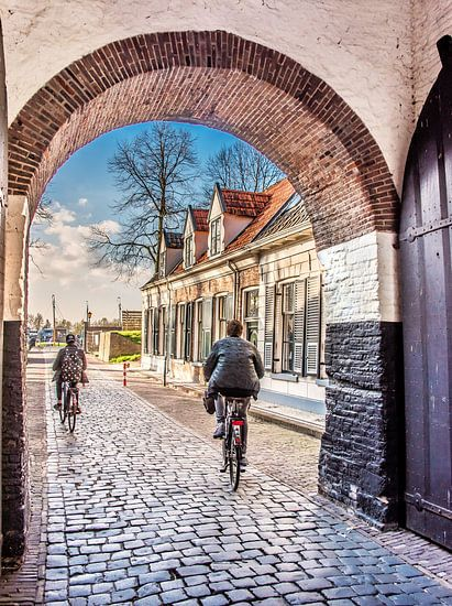 De centrale entreepoort van het voormalige Zuyderzee stadje Elburg van Harrie Muis