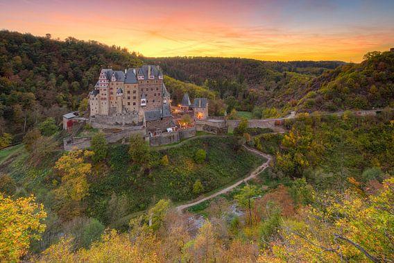 Burg Eltz im Herbst von Michael Valjak