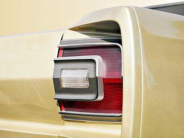 Voiture classique américaine 1968 Feu arrière abstrait sur Beate Gube