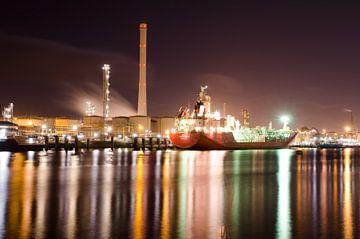 Schip bij tweede Petroleumhaven van Remco Swiers