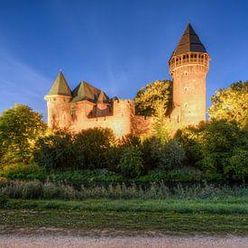 Linn Castle in Krefeld in the evening van Michael Valjak