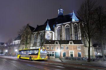 Janskerk in Utrecht  met een streekbus van Donker Utrecht