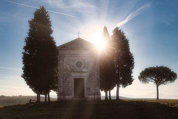 De Cappella della Madonna di Vitaleta tijdens zonsopkomst von Roy Poots