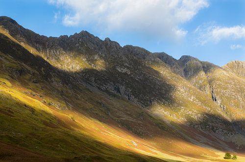 Bergen langs Loch Achtriochtan