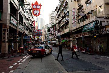 Street in Hong Kong von Gijs de Kruijf