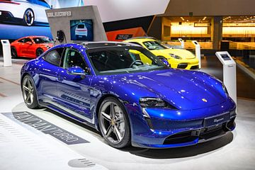 Porsche Taycan Turbo vollelektrischer Luxus-Performance-Wagen von Sjoerd van der Wal