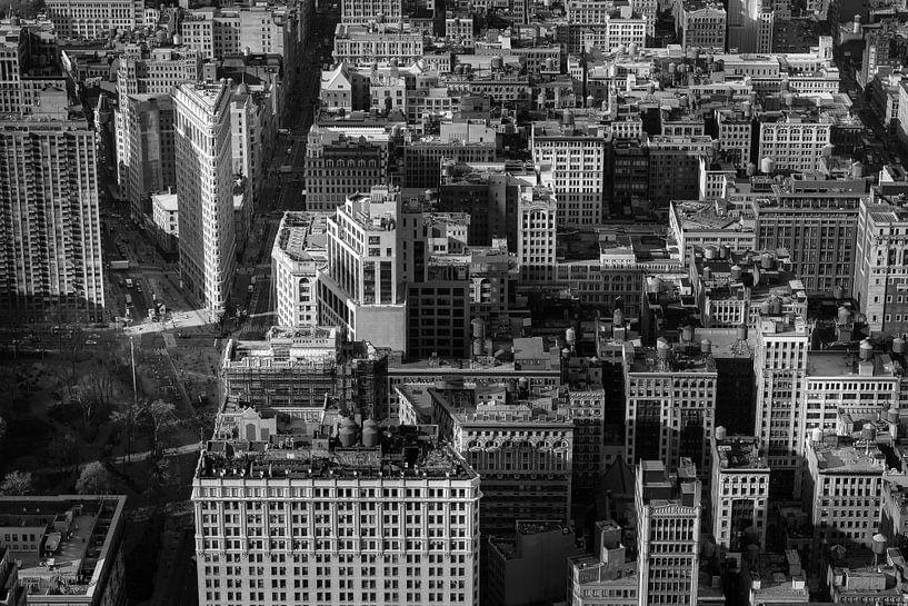 Manhattan met het Flatiron gebouw in New York (zwart-wit) van Mark De Rooij