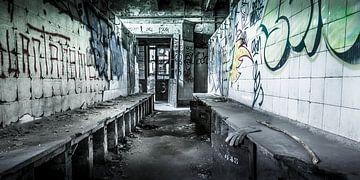 Verlaten kleedkamer in een kolenmijn van Jarno Boks