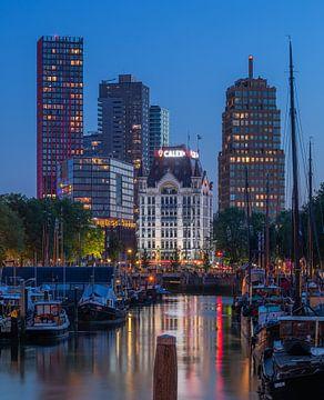 Le Haringvliet et le Witte Huis à Rotterdam pendant l'heure bleue sur MS Fotografie | Marc van der Stelt