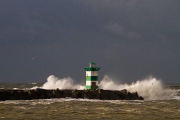 Golfen breken over zuiderhavenhoofd Scheveningen von Menno van Duijn