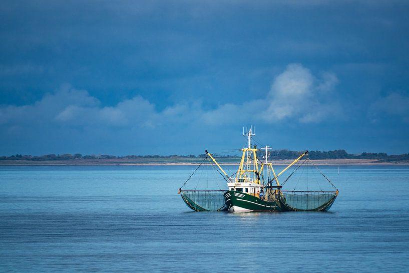 Shrimp boat on the North Sea van Rico Ködder