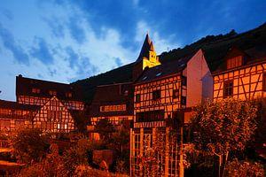 Malerwinkel in the old town with half-timbered houses and Steeger Tor at dusk, Bacharach am Rhein, R von Torsten Krüger