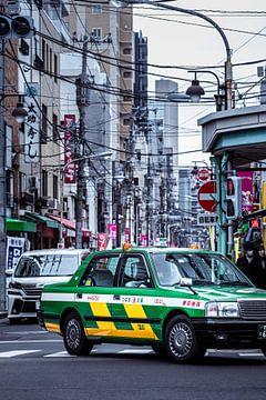 Groene taxi in Tokio Japan van Angelique van Esch