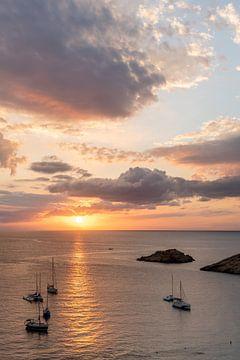 Zonsondergang Cala d'hort Ibiza, Es Vedra, september 2021 van Danielle Bosschaart