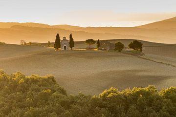 Die Cappella della Madonna di Vitaleta im Orcia-Tal von Easycopters