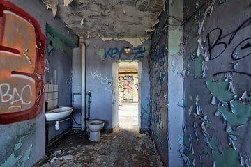 Sobere cel, urban exploring van Henk Elshout