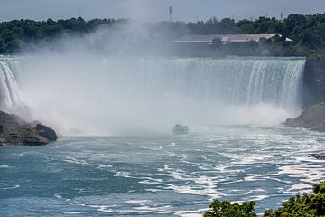 Rondvaartboot bij de Niagara watervallen von Stephan Neven