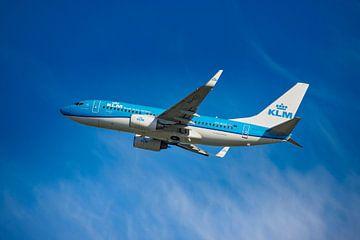 Een KLM Boeing 737-700, Paradijsvogel, KL2020,  registratienummer PH BGO, stijgt op van Amsterdam In van Gert Hilbink