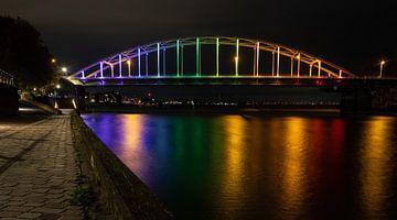 Regenboog brug bij Deventer over de IJssel op Comingout-Dag van VOSbeeld fotografie
