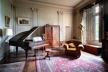 Verlaten Piano in Kasteel.