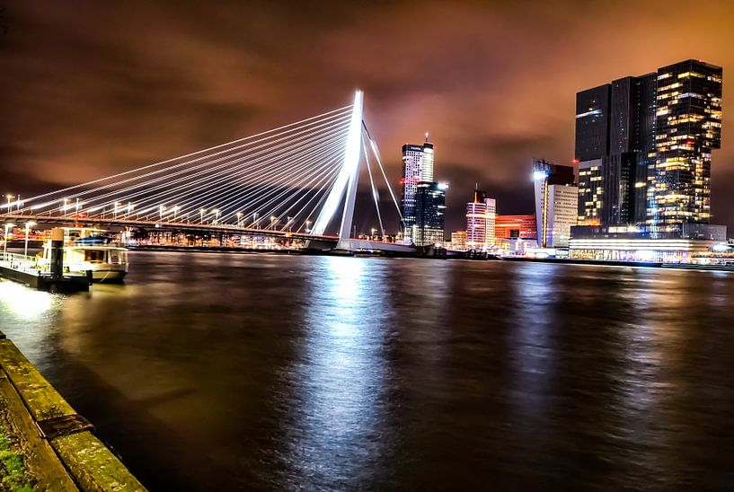 Rotterdam Erasmusbrug Skyline Nacht Foto van Mehmet Karaman